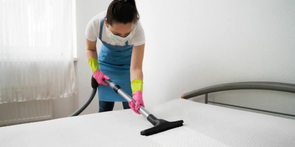 clean a mattress with baking soda